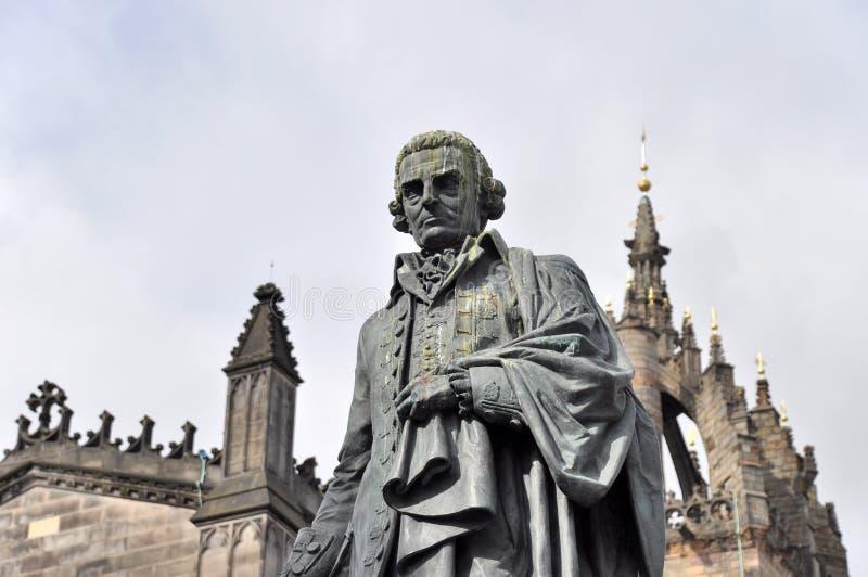 Staty av Adam Smith i Edinburg royaltyfria bilder