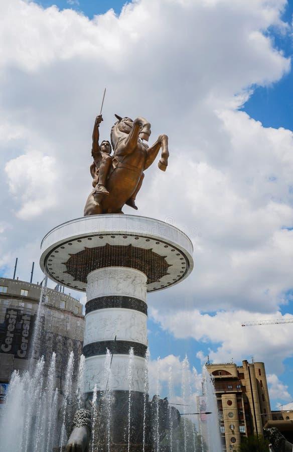 Staty av Alexander det stort i centret, krigare på en häststaty (Alexander det stort), Skopje, Makedonien royaltyfria bilder