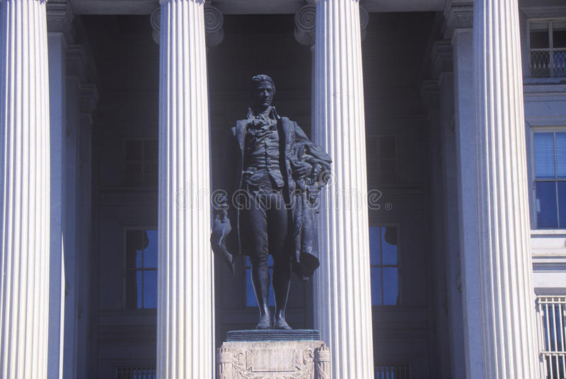 Staty av Alexander Hamilton, Förenta staternaavdelning av kassan, Washington, D C arkivfoton