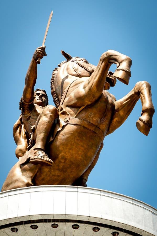 Staty av Alexander storen i centrum av Skopje, Makedonien royaltyfria foton