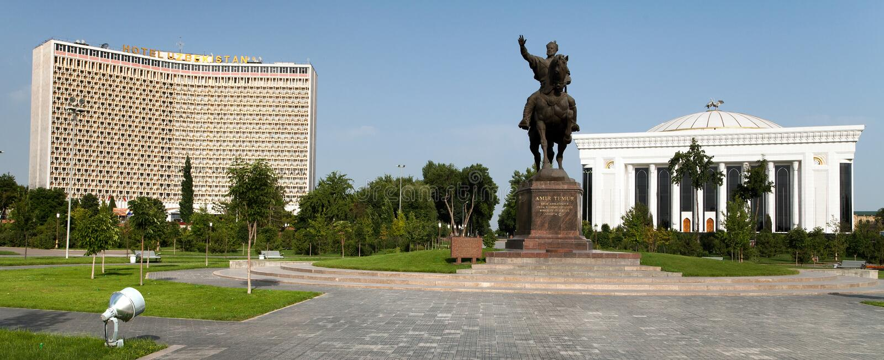 Staty av Amir Temur i Tasjkent - Uzbekistan royaltyfria foton