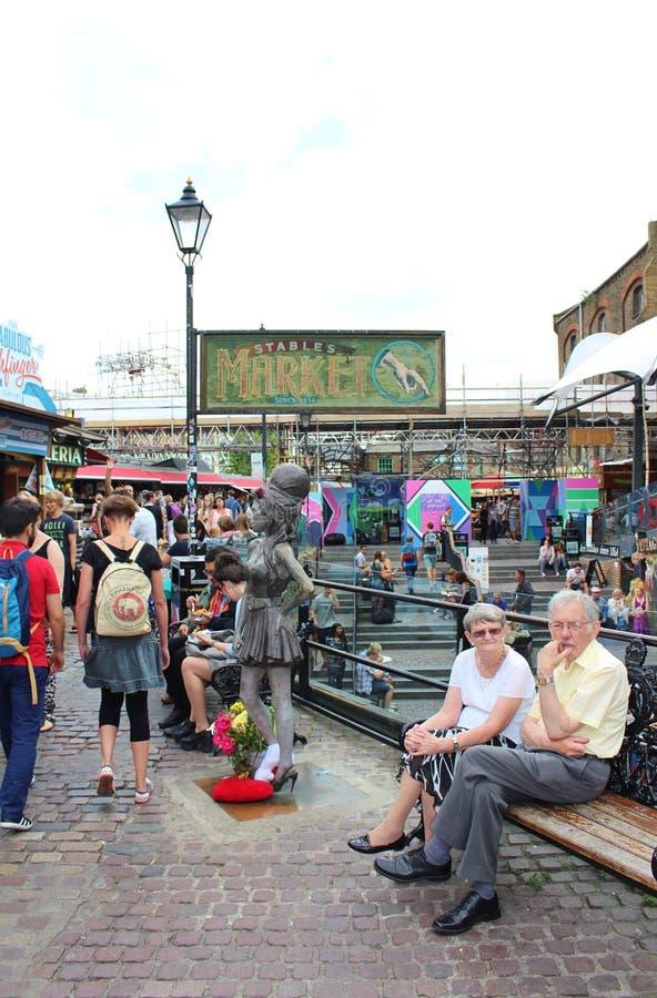Staty av Amy Winehouse på Camden Stables Market royaltyfri foto