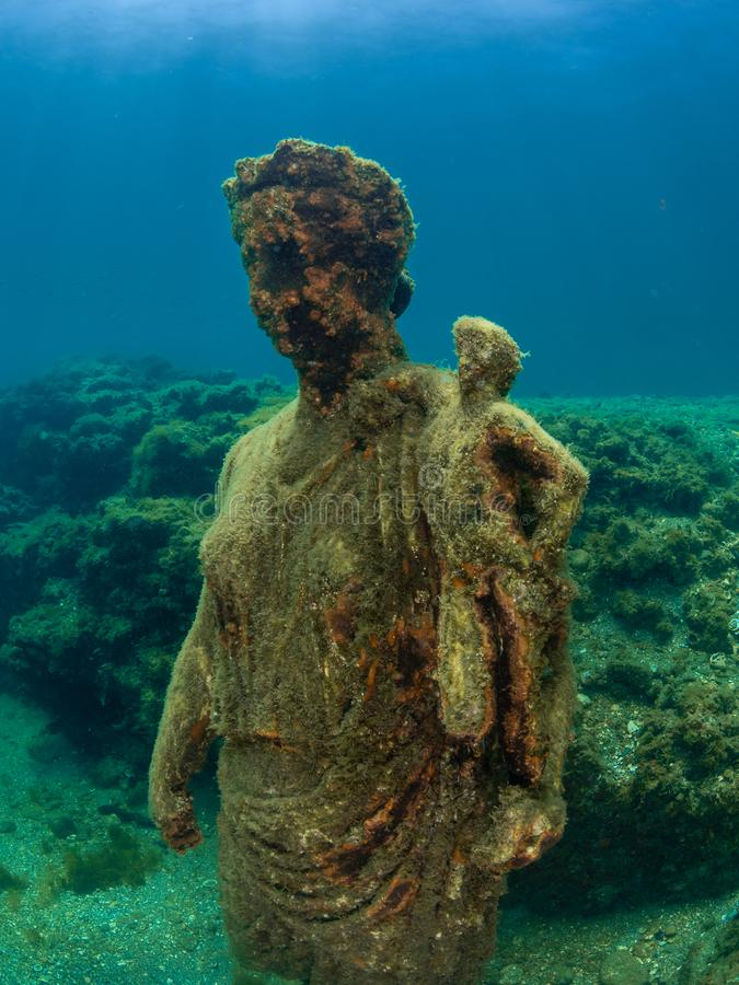 Staty av Antonia Minor i Claudio's Ninfeum undervattens- arkeologi arkivbild