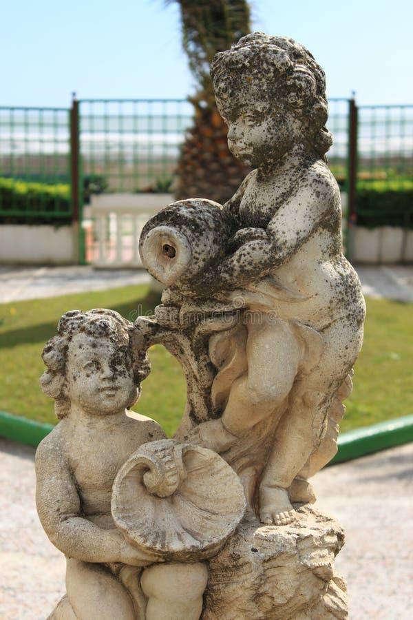 Staty av barn royaltyfria bilder