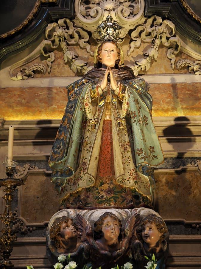 Staty av basilikan da Estrela i Lissabon arkivfoton