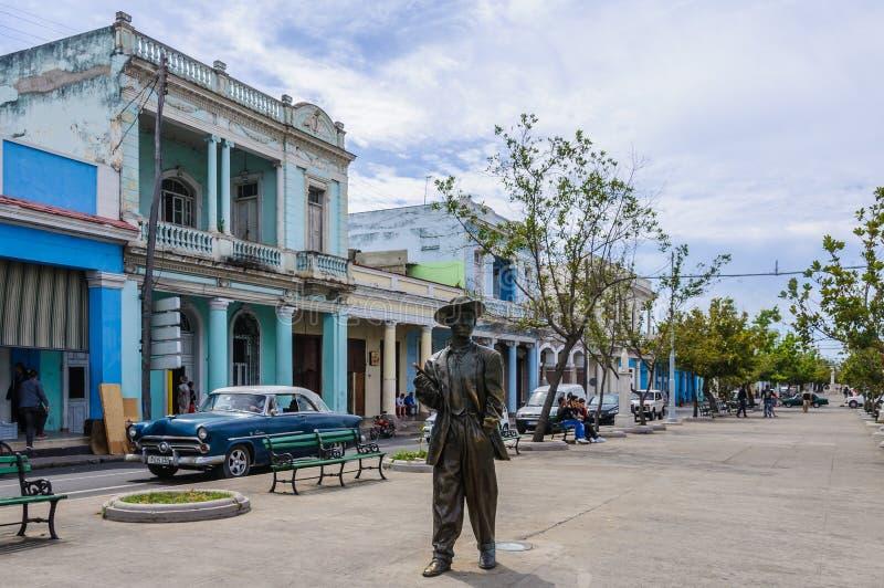 Staty av Benny More i Cienfuegos, Kuba royaltyfria bilder