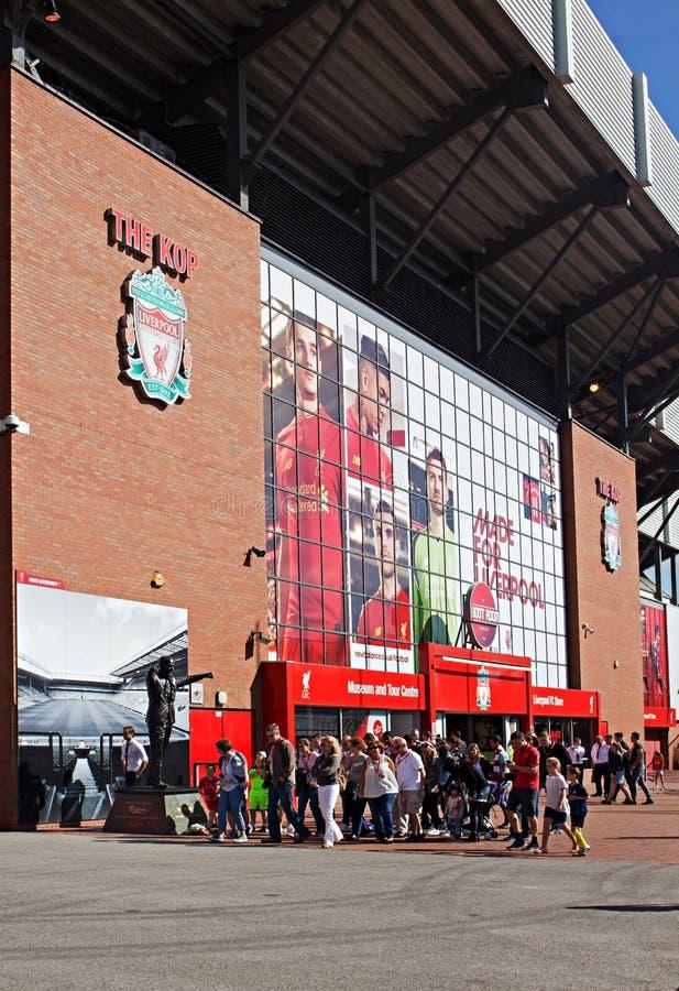 Staty av Bill Shankly på Liverpool fotbollklubbas stadion arkivfoto
