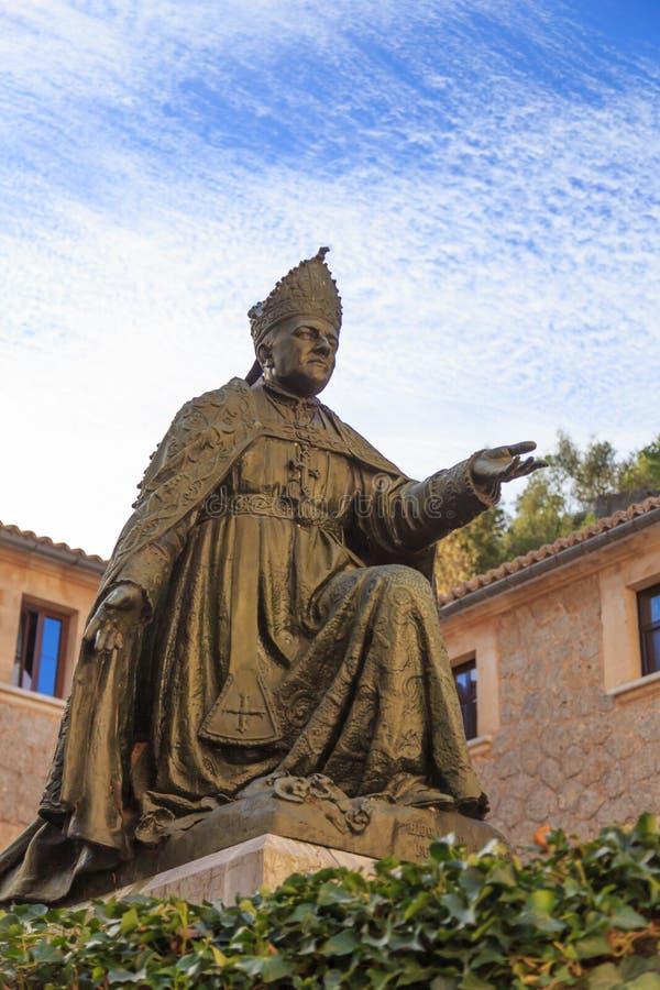 Staty av biskopen Pere-Joan Campins i de lluc Kloster arkivfoto