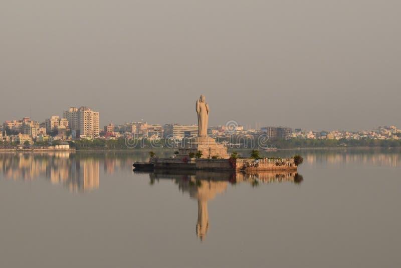 Staty av Buddha på Hyderabad fotografering för bildbyråer
