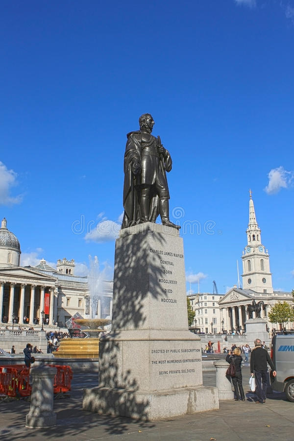 Staty av Charles James Napier i Trafalgar Square, London. arkivfoton