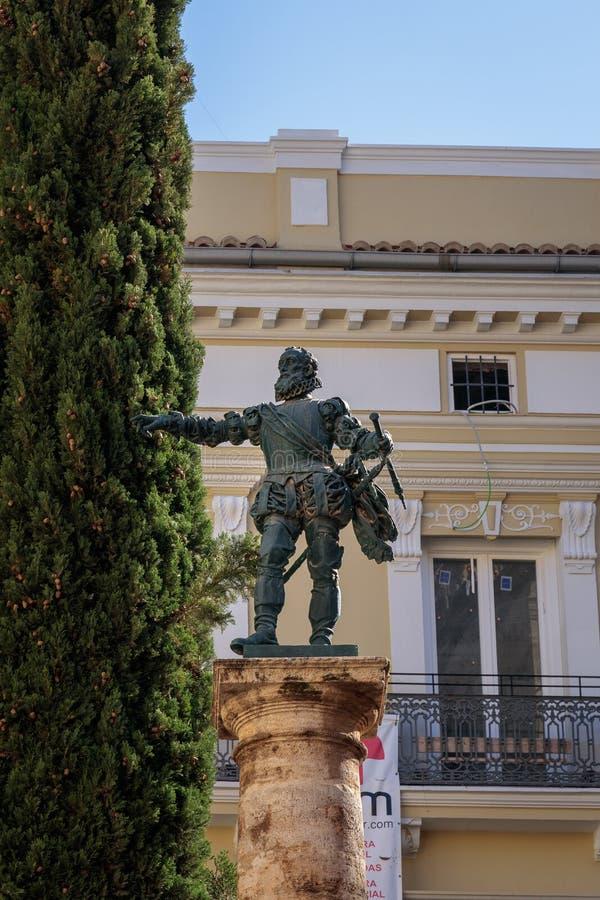 Staty av conquistador Francisco de Pizarro i Placa de Manises Valencia Spain på Februari 25, royaltyfri fotografi