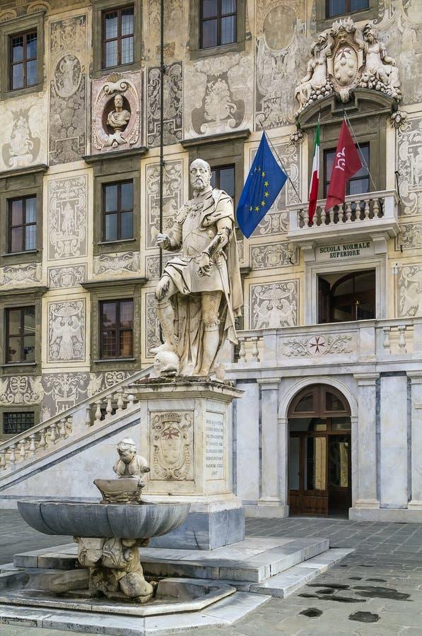 Staty av Cosimo I, Pisa, Italien royaltyfri fotografi