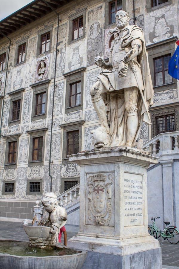 Staty av Cosimo Jag de Medici, Pisa, Italien royaltyfri foto