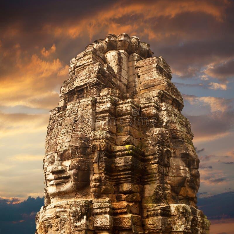 Staty av den Bayon templet arkivfoto