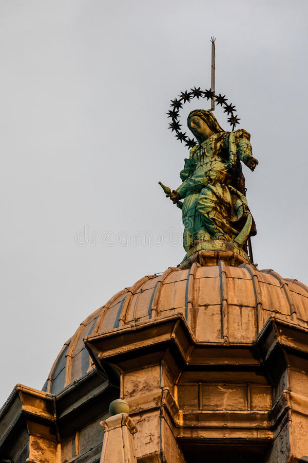 Staty av den jungfruliga Maryen, Santa Maria della Salute kyrka, Veni royaltyfria bilder