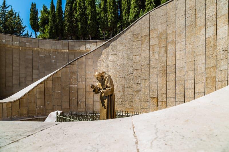 Staty av den Sanka fadern Pious arkivfoton
