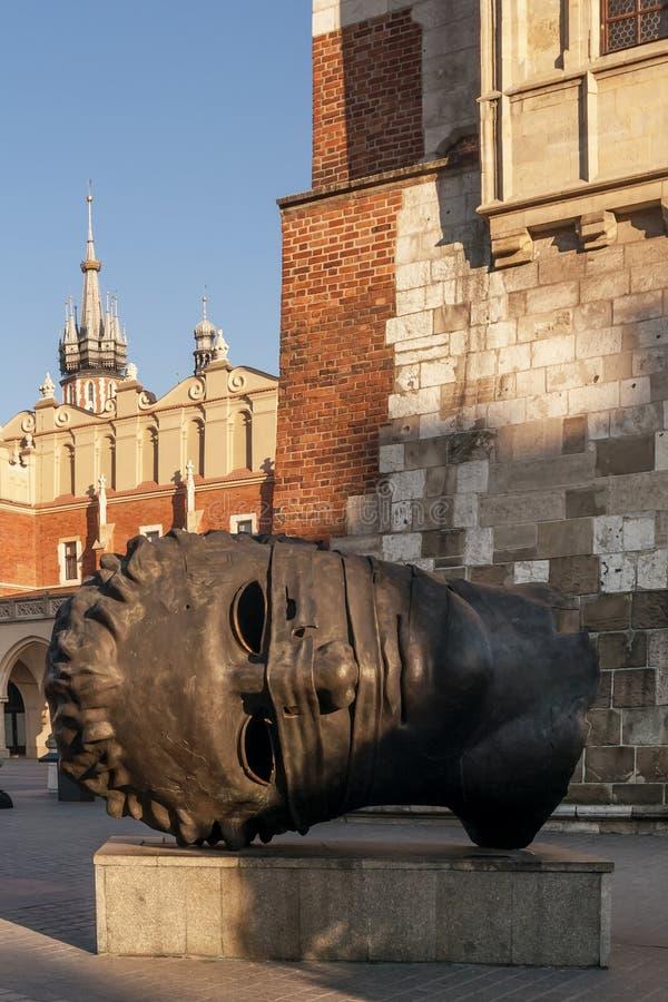 Staty av det jätte- huvudet, Krakow, Polen royaltyfria bilder