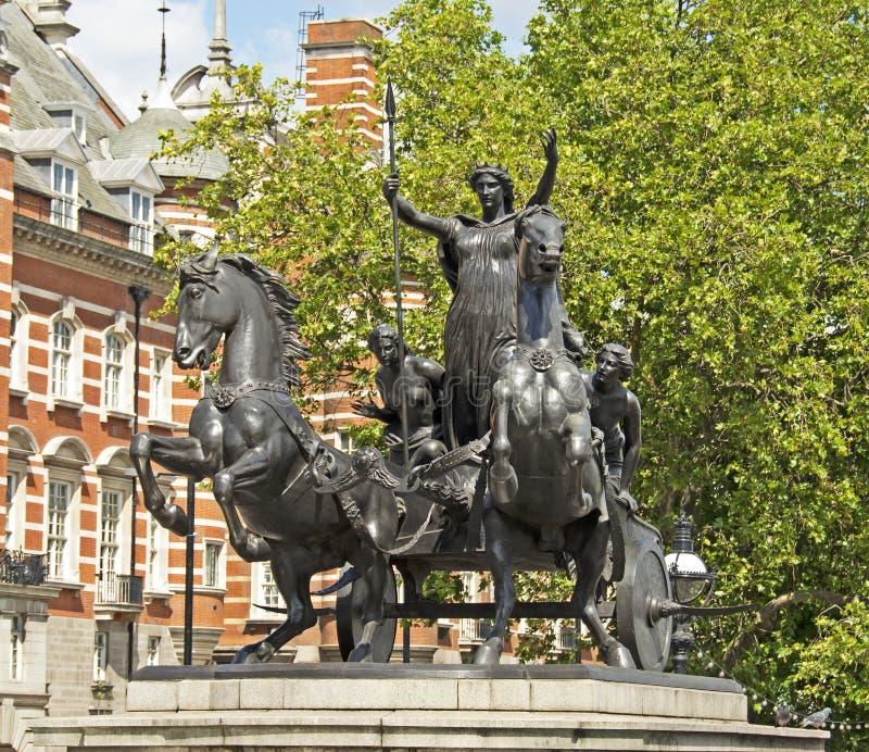 Staty av drottningen Boudica, London, England arkivbild
