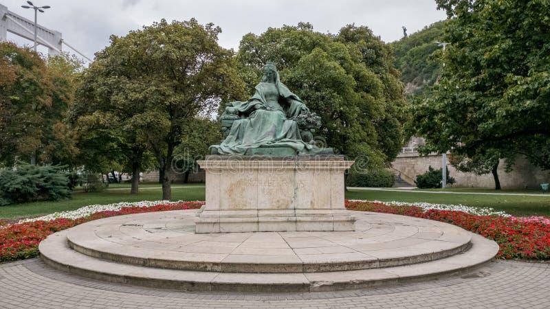Staty av drottningen Elisabet i Budapest royaltyfri foto