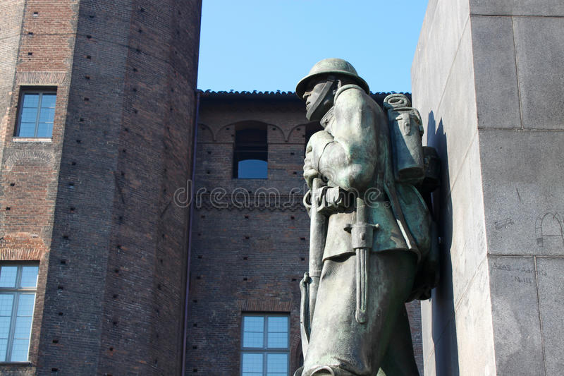 Staty av en soldat arkivbilder