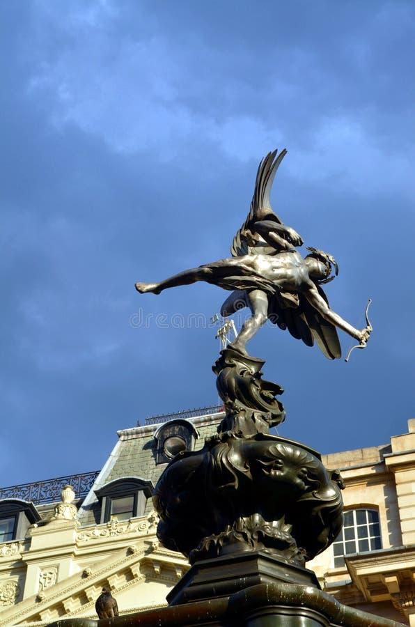 Staty av Eros på den Picadilly cirkusen, London arkivbilder