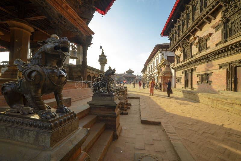 Staty av ett mytiskt djur, Nepal, staden av bhaktapur, December 2017 arkivfoton