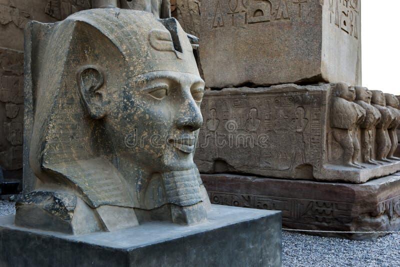 Staty av faraoRamesses ll royaltyfri fotografi