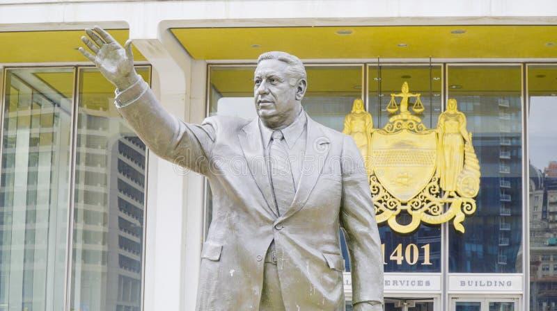 Staty av Frank Rizzo Hero-Villain Mayor i Philadelphia - PHILADELPHIA - PENNSYLVANIA - APRIL 6, 2017 arkivfoton