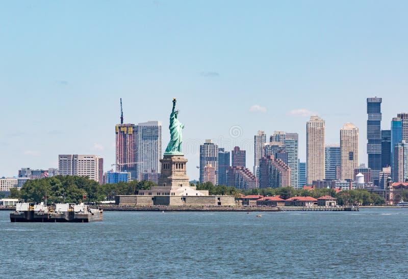 Staty av frihet - Juli 09, 2017, Liberty Island, New York Harb fotografering för bildbyråer
