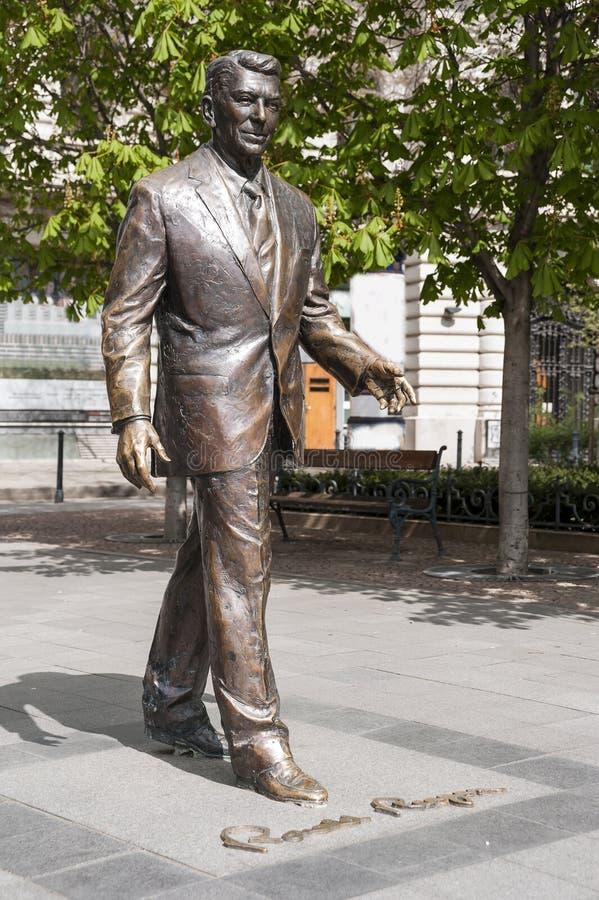 Staty av gamlan U S president reagan ronald arkivfoton