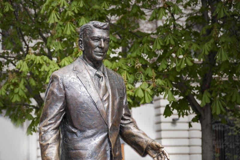 Staty av gamlan U S president reagan ronald arkivbilder