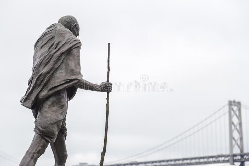 Staty av Gandhi i den Embarcadero mitten, San Francisco, Kalifornien arkivbild