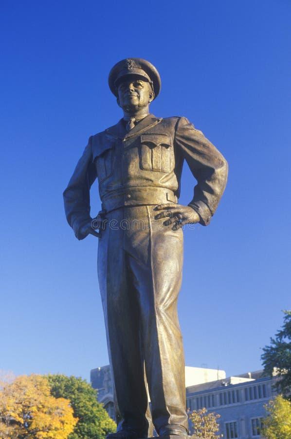 Staty av general Dwight D Eisenhower USA-militärhögskola, West Point, New York i höst arkivfoton
