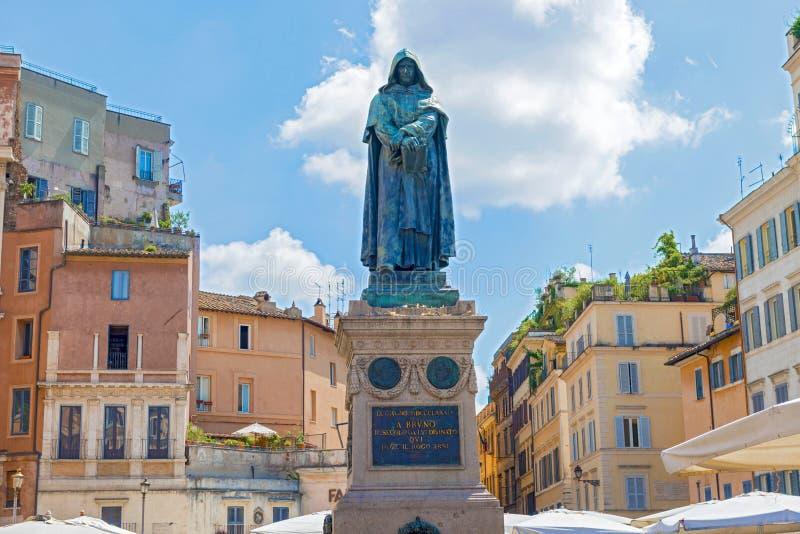 Staty av Giordano Bruno i Campo de Fiori i Rome arkivfoton
