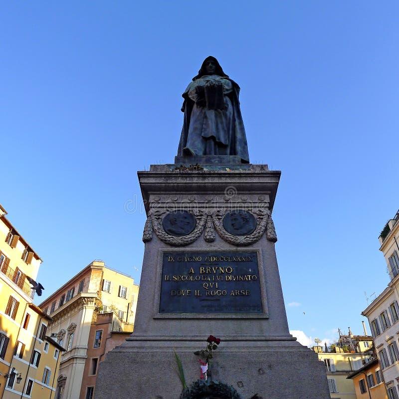 Staty av Giordano Bruno på Campo de ` Fiori, Rome royaltyfria foton