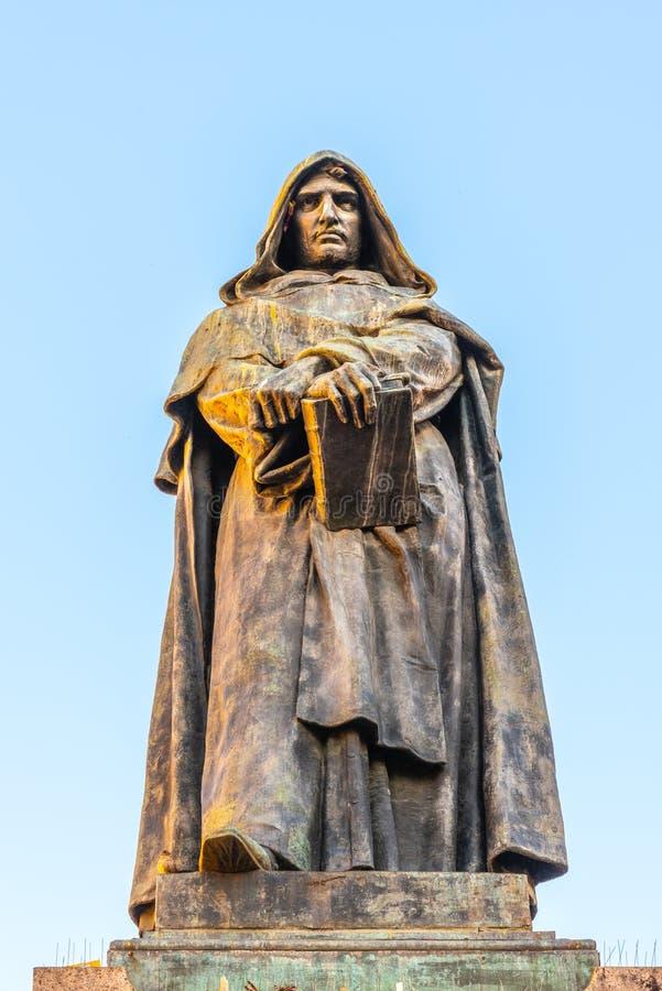 Staty av Giordano Bruno på Campo de Fiori, Rome, Italien royaltyfria bilder