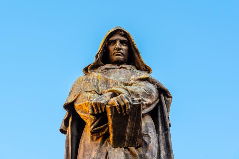 Staty av Giordano Bruno p? Campo de Fiori, Rome, Italien royaltyfria foton