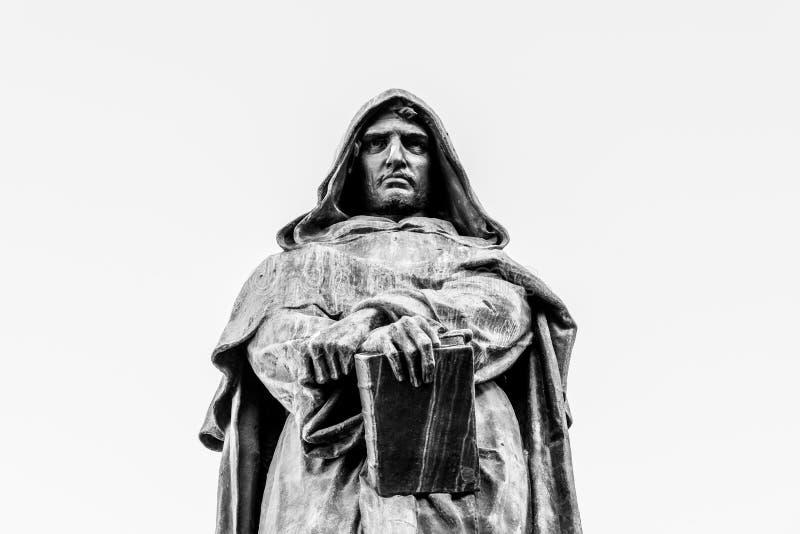 Staty av Giordano Bruno p? Campo de Fiori, Rome, Italien arkivfoton