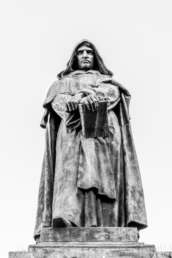 Staty av Giordano Bruno p? Campo de Fiori, Rome, Italien royaltyfri foto