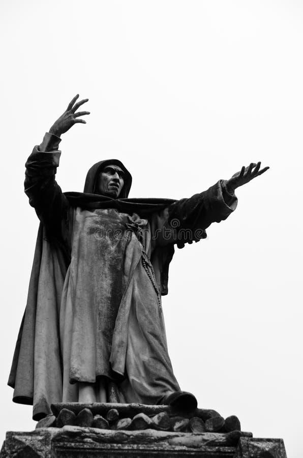 Staty av Girolamo Savanarola, medeltida dominikansk präst på staden av Ferrara royaltyfria foton
