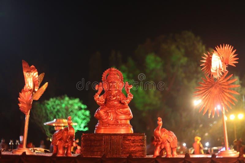 Staty av guden Ganpati med elefantstatyn arkivfoton