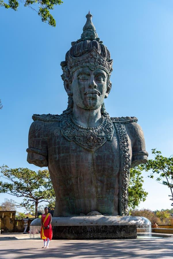 Staty av guden Wisnu royaltyfria bilder
