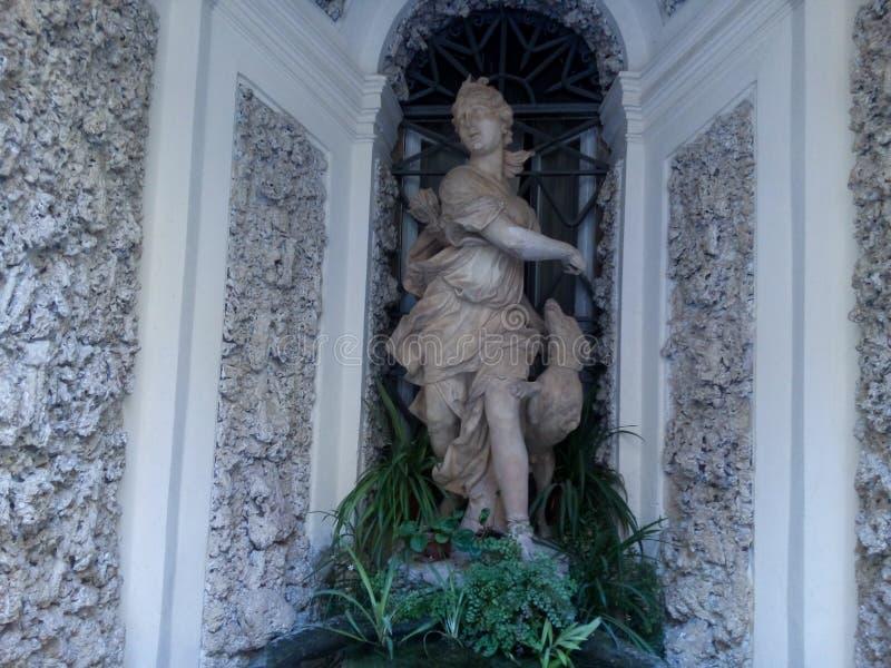 Staty av gudinnan Diana arkivfoton