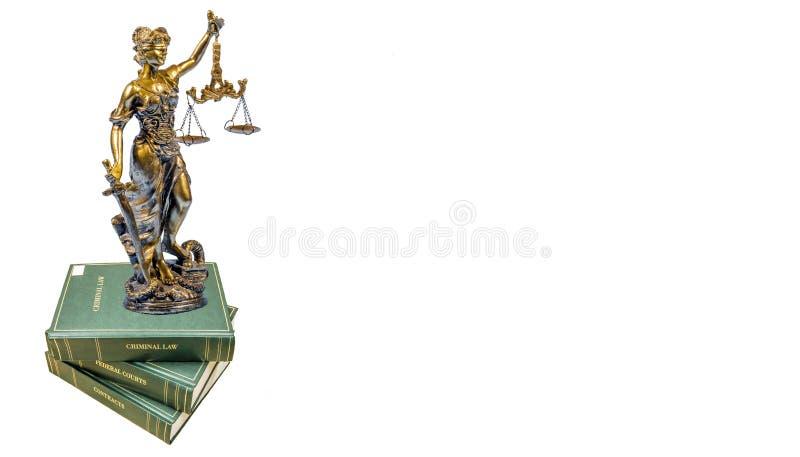 Staty av gudinnan av rättvisa på lagböckerna royaltyfria foton