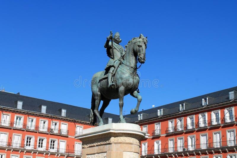 Staty av hästen och ryttaren arkivbilder