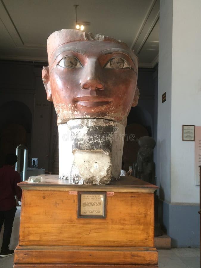 Staty av Hatshepsut på det Egypten museet arkivbild