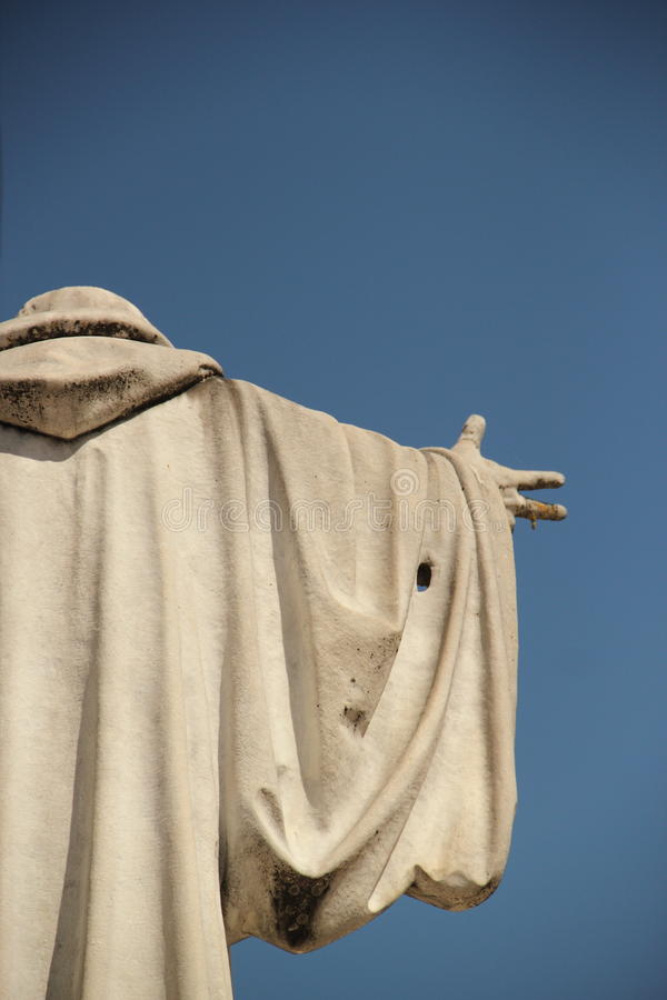 Staty av helgonet Benedict i helgonet Benedict Square i Norcia, Italien arkivfoto