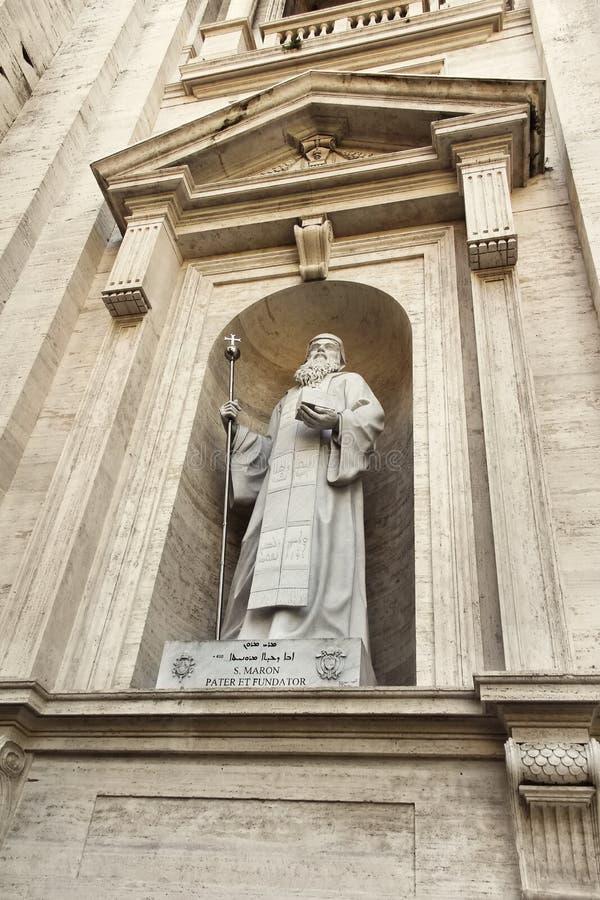 Staty av helgonet Maroun, Sts Peter basilika fotografering för bildbyråer