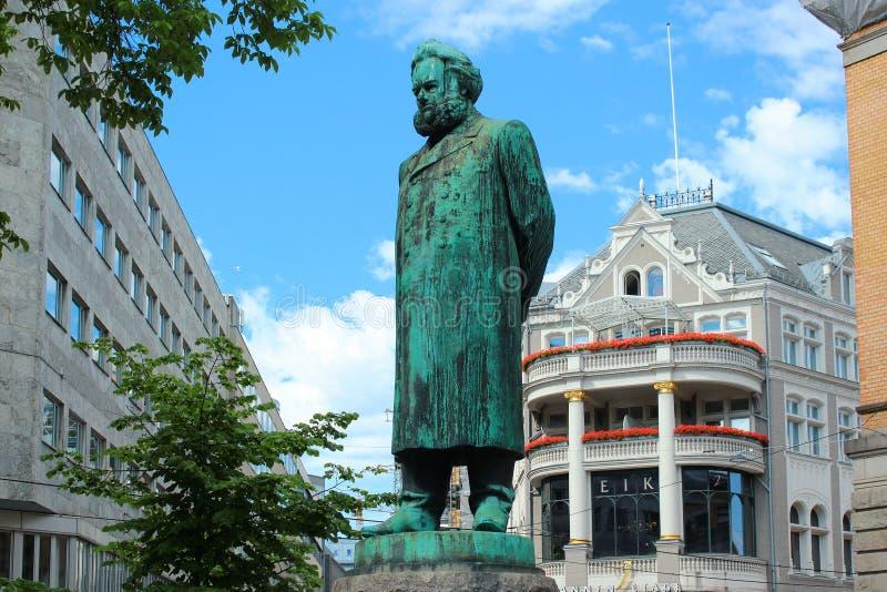 Staty av Henrik Ibsen i Oslo, Norge fotografering för bildbyråer
