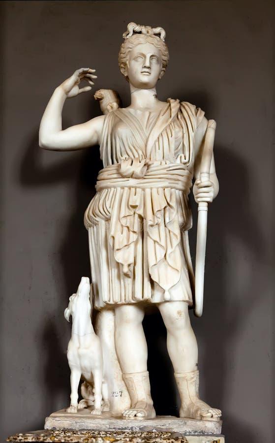 Staty av huntressen Diana royaltyfri bild